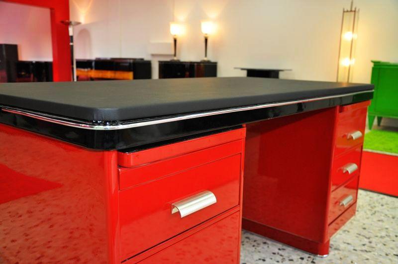 Exklusiver bauhaus schreibtisch in rot for Schreibtisch rot lack