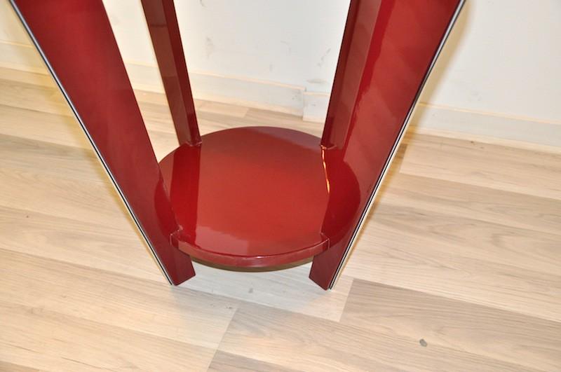 art deco beistelltisch in einem wundervollem rot. Black Bedroom Furniture Sets. Home Design Ideas