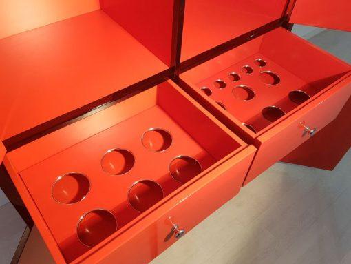 Art Deco Barschrank, Glas Einlegeböden, viele Staufächer, hochglanz Schwarz und Rot