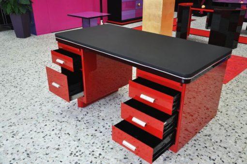 Bauhaus Schreibtisch, Rote Lackierung