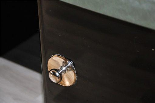 Elegantes und Zeitloses Design, Jaguargrüne Lederplatte, Beidseitig nutzbar, 2 Fächer auf der Rückseite, Große Chromgriffe und Appilkationen