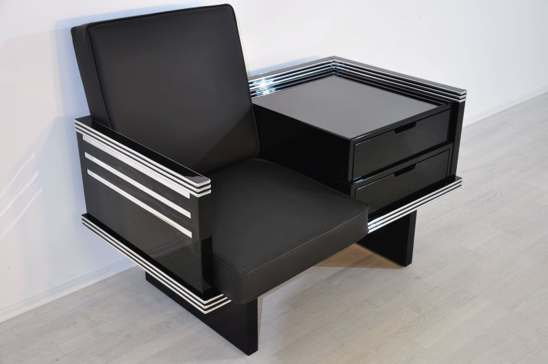 gro er art deco sessel mit chromleisten. Black Bedroom Furniture Sets. Home Design Ideas