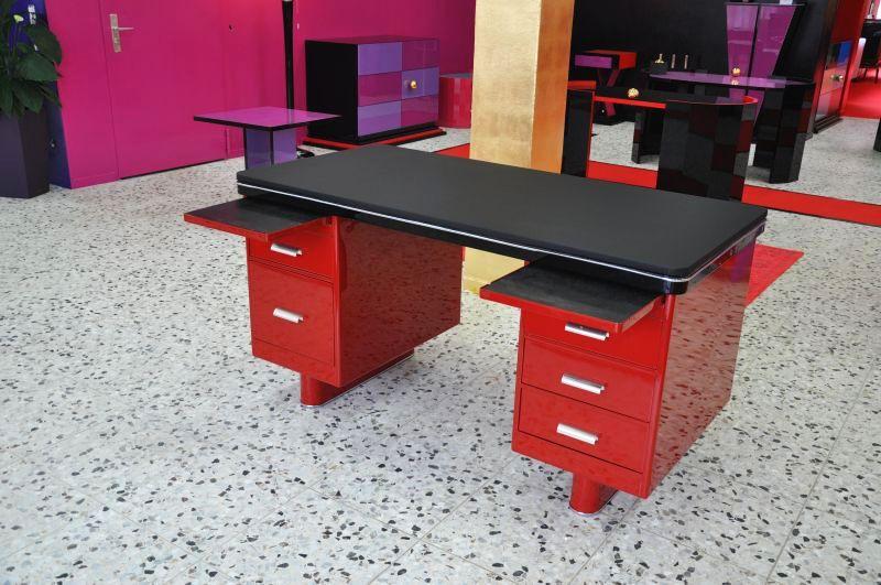 exclusiver roter bauhausschreibtisch mit schwarzer. Black Bedroom Furniture Sets. Home Design Ideas