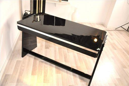 Bauhaus Schreibtisch, Hochglanzschwar, Chromapplikationen
