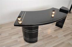 Einzigartiges Design, Zwei beleuchtete Elemente auf der Tischplatte, Chromlinien, Handpoliert