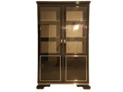 Art Deco Vitrine, umlaufende Chromleisten, Klavierlack, 3 verstellbare Einlegeböden, original Schloss & Schlüssel, 2 eingefasste Glasscheiben