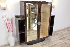 Art Deco Makassar Vitrine, tolles Furnierbild, Spiegel-Rückwand, Glas-Einlegeböden, Fuß in Hochglanzschwarz