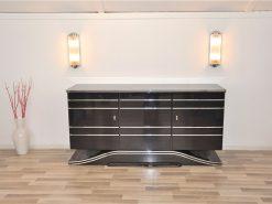 britisches Art Deco Sideboard, viel Stauraum, tolle Chromlinien, wundervoll geformter Fuß, sauberes Innenleben