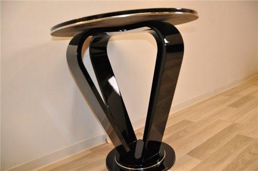 Hochglanzschwarzer Kronen-Beistelltisch, Art Deco, Klavierlack, wundervolle Form, elegantes Design
