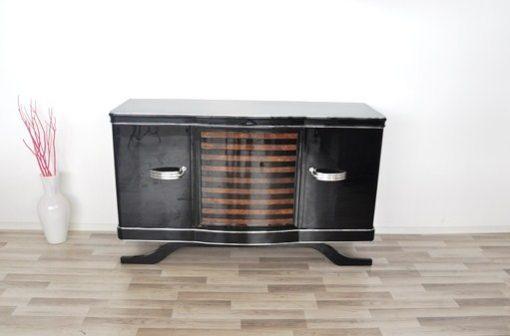 Art Deco Sideboard, gestreiftes Nußbaumfurnier, Klavierlack, wundervoller Fuß, Eyecatcher