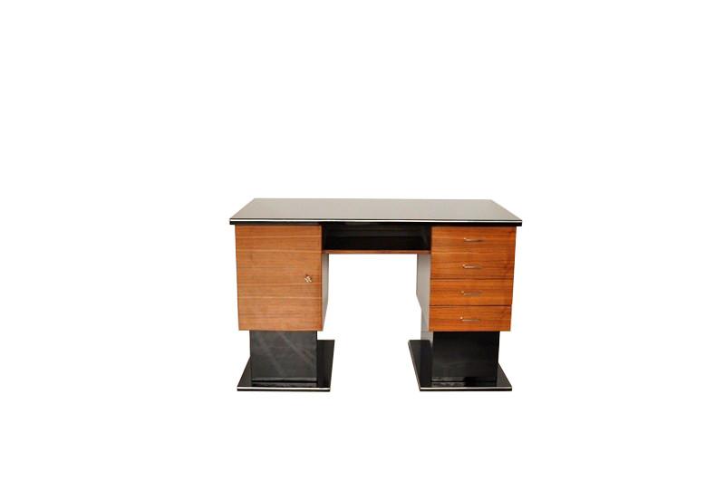kleiner zweifarbiger bauhaus schreibtisch original. Black Bedroom Furniture Sets. Home Design Ideas