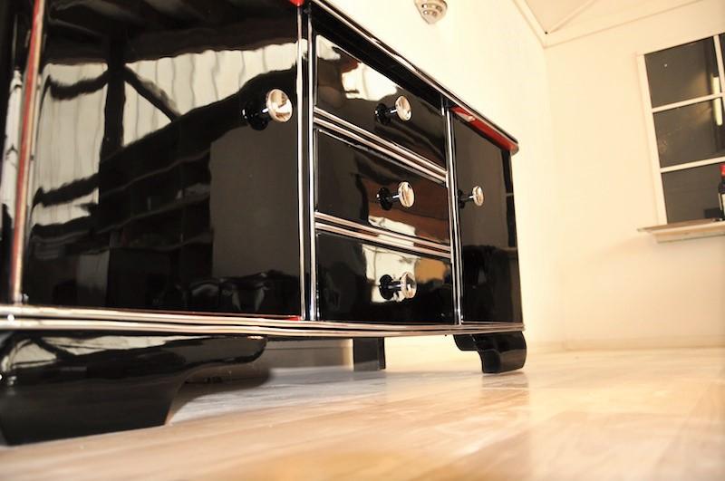 Schwarze Hochglanz Kommode aus dem Art Deco