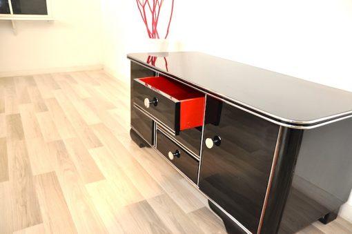 Art Deco, Sideboard, Kommode, Hochglanz, Schwarz, Chromgriffe, Moebel, Design, Wohnzimmer, poliert, elegant, rotes Innenleben