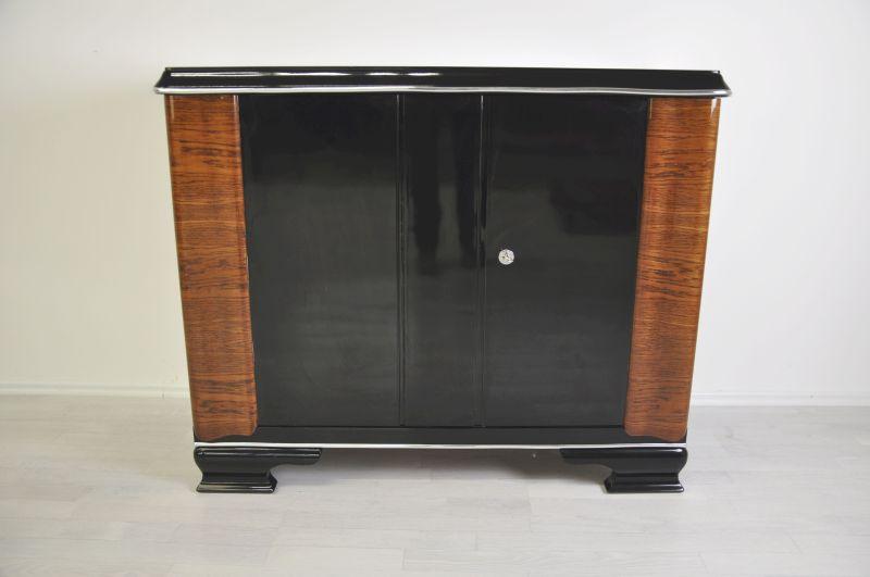 Art Deco Kommode, Verzierungen aus Nussbaumholz, Klavierlack, schlichte Körperform