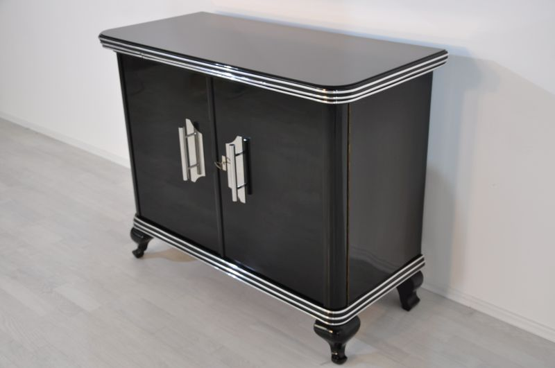 kleine art deco kommode mit gro en chromgriffen original antike m bel. Black Bedroom Furniture Sets. Home Design Ideas