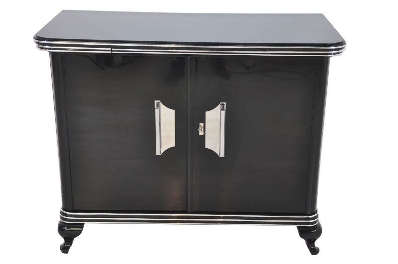 kleine art deco kommode mit gro en chromgriffen ebay. Black Bedroom Furniture Sets. Home Design Ideas