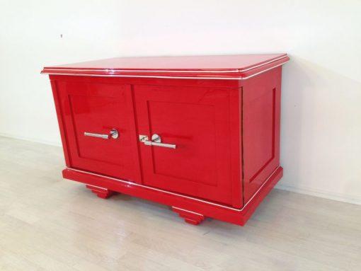 Rote Art Deco Kommode, wundervoller Farbton, große Chromgriffe, mattschwarzes Innenleben, einzigartiges Design
