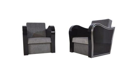 Wunderschöner Art Deco Sessel mit geschwungenen Armlehnen. Dieses einzigartige Design bietet nur das Art Deco!geschwungene Armlehnenerstklassiger grauer Stoffbezugumlaufende Chomleisten