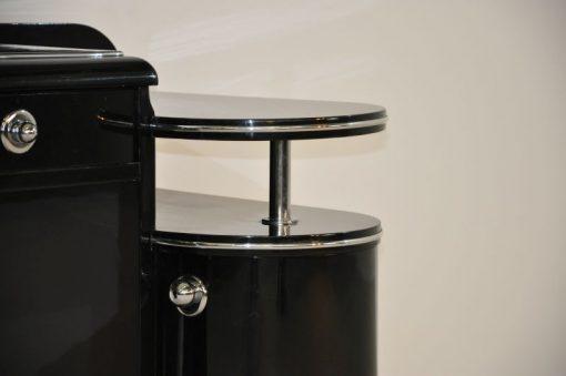 wundervolle Form hochglanzschwarzer Klavierlack mit feinen Chromakzenten Zwei Schubladen und eine Flügeltür durch offenes Design frei im Raum stellbar
