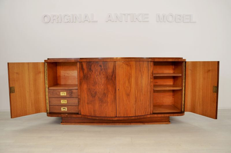 seltenes art deco sideboard aus nussbaum mit gro er. Black Bedroom Furniture Sets. Home Design Ideas
