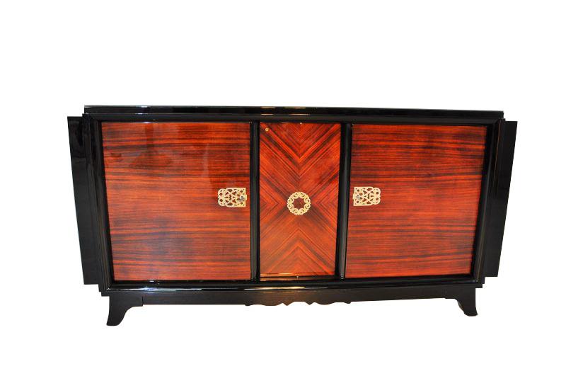 art deco sideboard mit makassarfurnier und messingornamenten original antike m bel. Black Bedroom Furniture Sets. Home Design Ideas