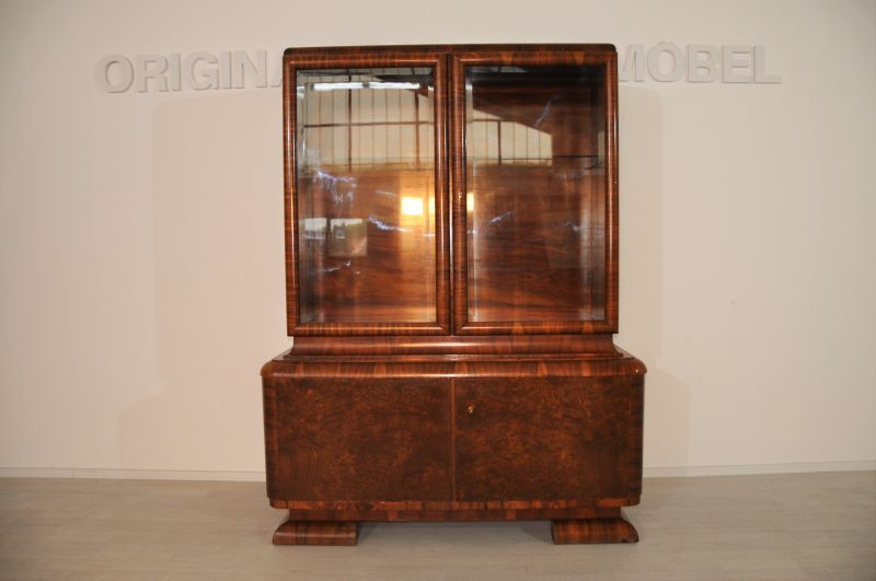 art deco nussbaum vitrine aus frankreich original antike. Black Bedroom Furniture Sets. Home Design Ideas