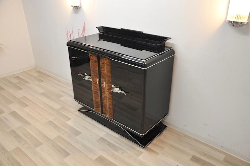 schwarze art deco kommode mit chromgriffen. Black Bedroom Furniture Sets. Home Design Ideas
