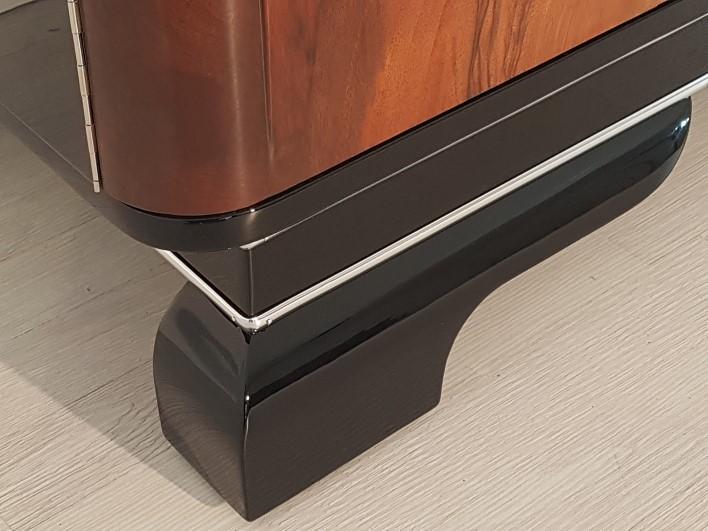 walnuss kommode mit chromgriffen original antike m bel. Black Bedroom Furniture Sets. Home Design Ideas