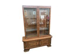 vitrine, unrestauriert, braun, toller Fuß, furnier, antik, wohnzimmer, elegant, muster, luxus, groß, stabil, muster, walnuss