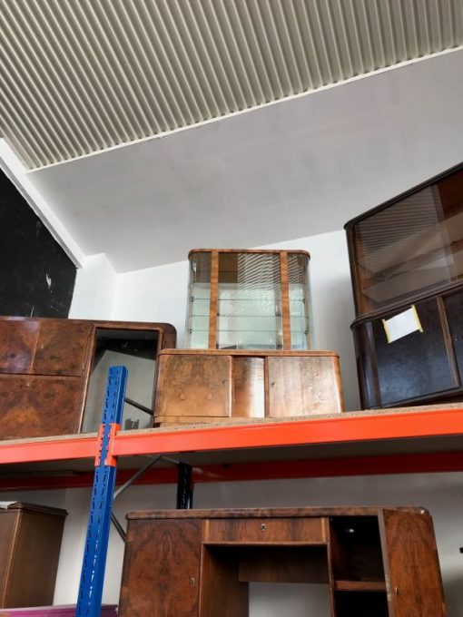 vitrine, unrestauriert, braun, toller Fuß, furnier, antik, wohnzimmer, elegant, muster, luxus, groß, stabil, muster, glasvitrine