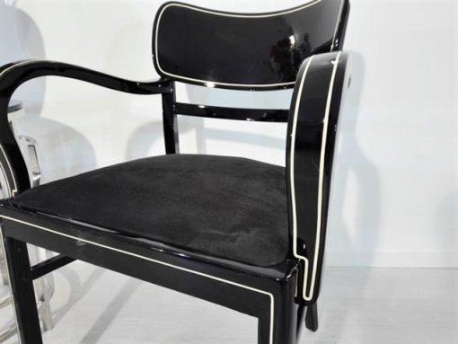 Schwarzer Art Deco Stuhl, Chromleisten, Verzierungen, elegant, Design, Moebel, Sitzmoebel, Innendesign, Raumaustattung, Crom