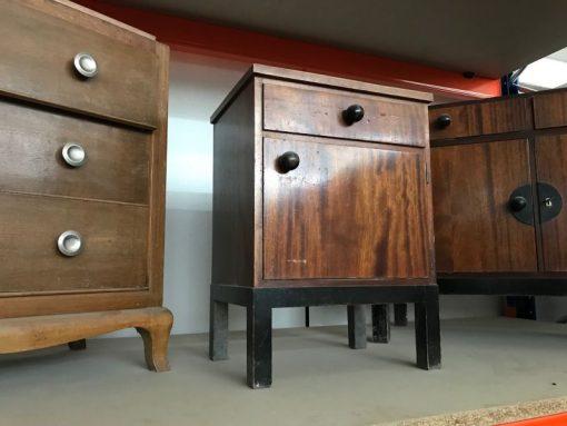 nachttisch, unrestauriert, braun, toller Fuß, furnier, antik, wohnzimmer, elegant, muster, luxus, groß, stabil, muster, kommode