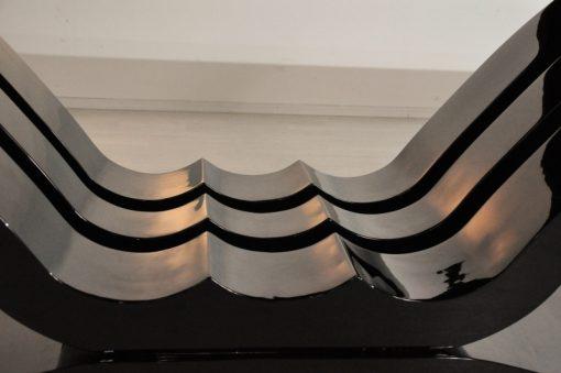 Luxuriöser Art Deco Esstisch mit einer einzigartigen Form und ausziehbaren Enden. Bietet ein elegantes Design und Platz für bis zu 12 Personen.