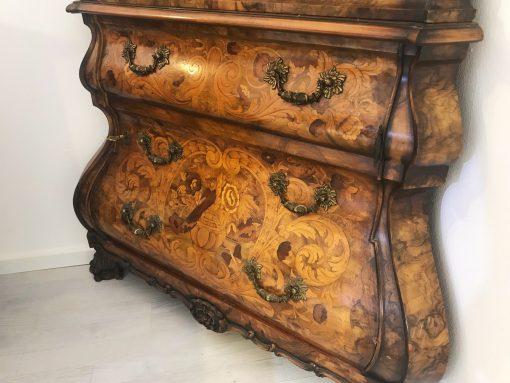 Barockstil Vitrine, Walnussholz, Ornamente, Krone, Glass, Antik-Stil, Wohnzimmer, Moebel, Luxus, guter Zustand, Hochglanz